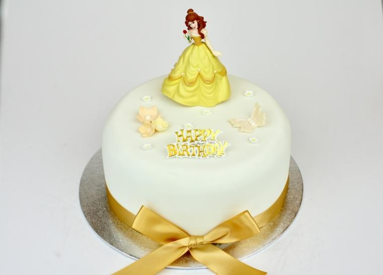 Immagini torte compleanno, forma rotonda rivestita con pasta di zucchero e decorata con la principessa Bella