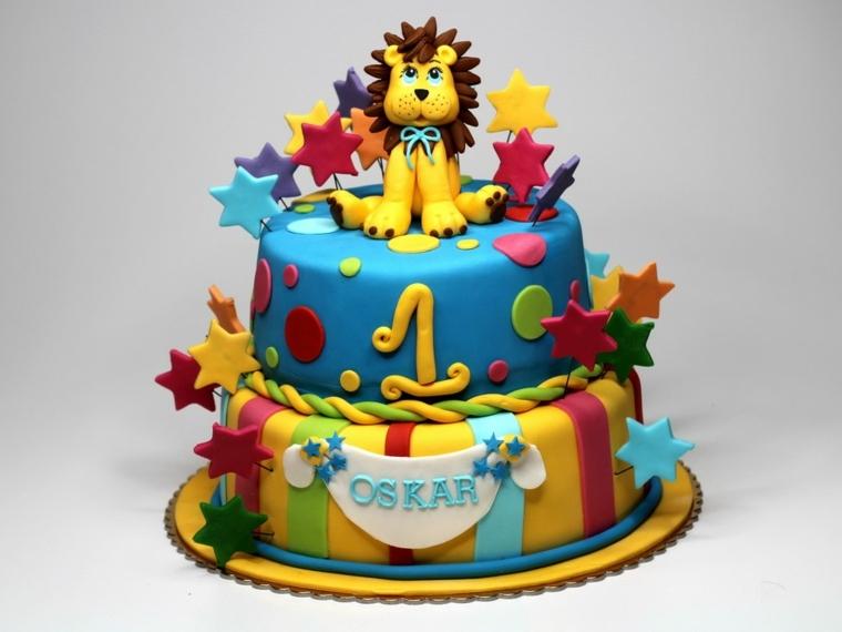 Decorazione torta di compleanno bimbo di un anno, stelle su stecchini di legno e un leone