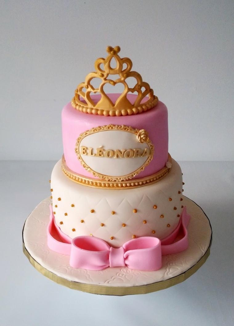 Torta compleanno bimba, decorazioni corona e fiocco rosa, nome Eleonora in cornice