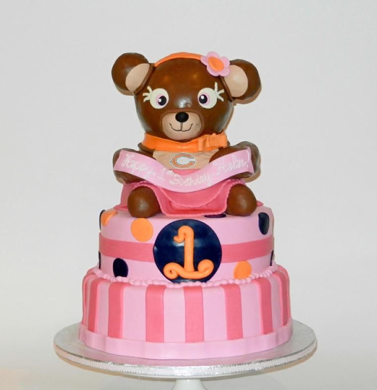 Idee per torte semplici e gustose, decorata con un orsetto e e il numero uno