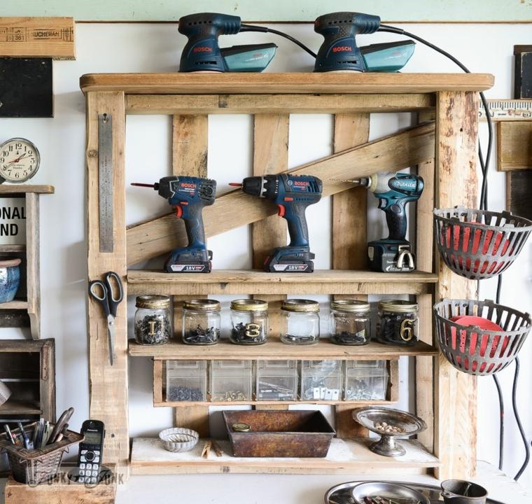 originale porta attrezzi fai da te realizzato utilizzando del legno di riciclo dei bancali