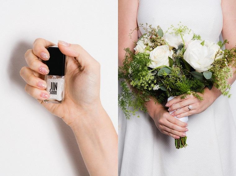 Manicure a mandorla corte, unghie gel particolari, smalto bianco con glitter, bouquet sposa rose bianche