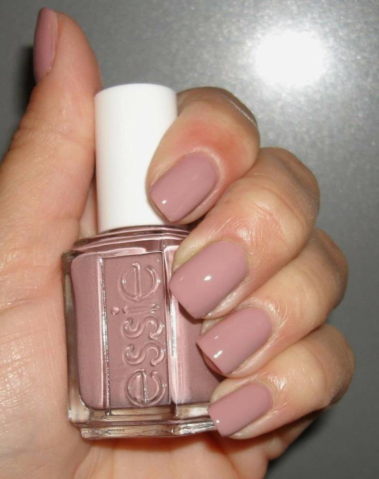 migliore idea per unghie nude, top trend di stagione con finitura lucida e forma squadrata