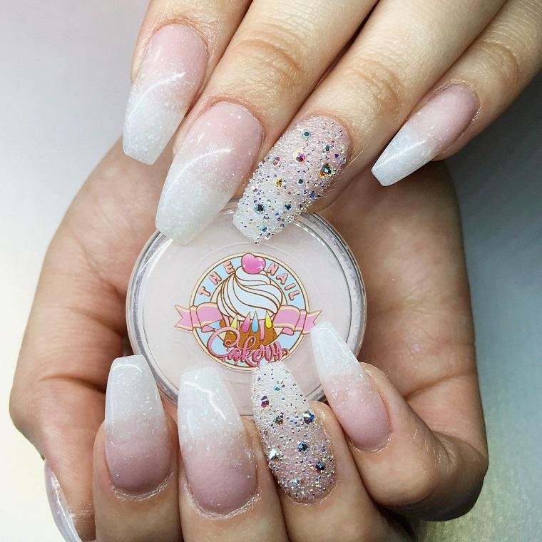 Immagini unghie french decorate, stiletto effetto sugar e ombre, base rosa con glitter