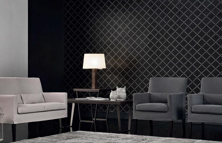 Come arredare un soggiorno con poltrone e un tavolino, abbinamento tonalità di colore chiaro e scuro