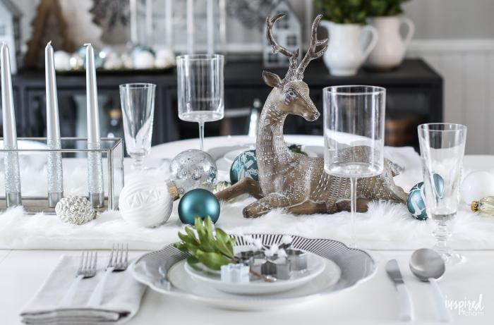 Segnaposti tavola natale, centrotavola con renna, tavolo apparecchiato