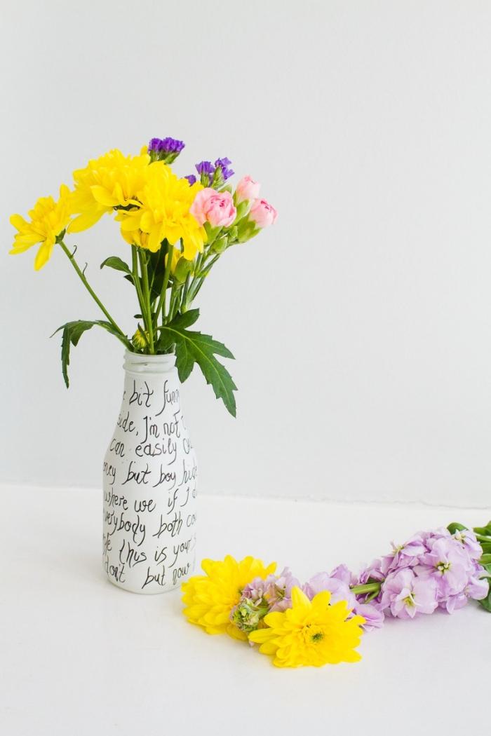 Vaso con scritte, bottiglia di vetro dipinta, allestimento tavoli matrimonio