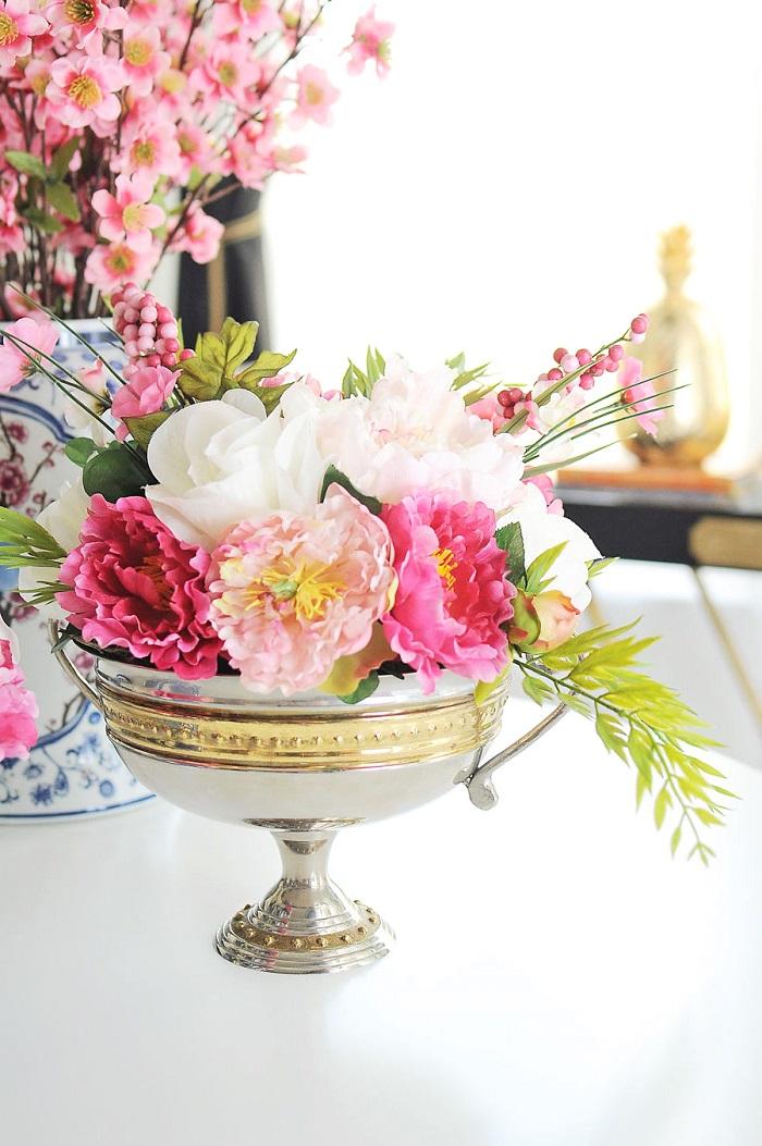 Allestimento tavoli matrimonio, vaso con fiori, centrotavola floreale