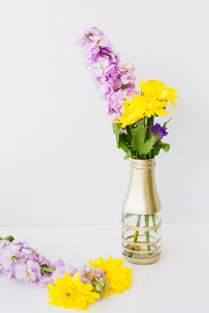 Addobbi tavoli matrimonio, vaso di fiori, bottiglia di vetro dipinta