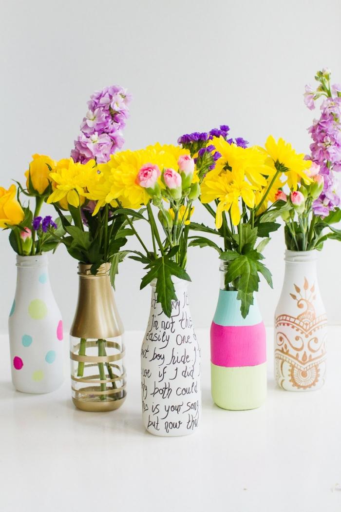 Addobbi tavoli matrimonio, bottiglie vetro dipinte, vasi di fiori