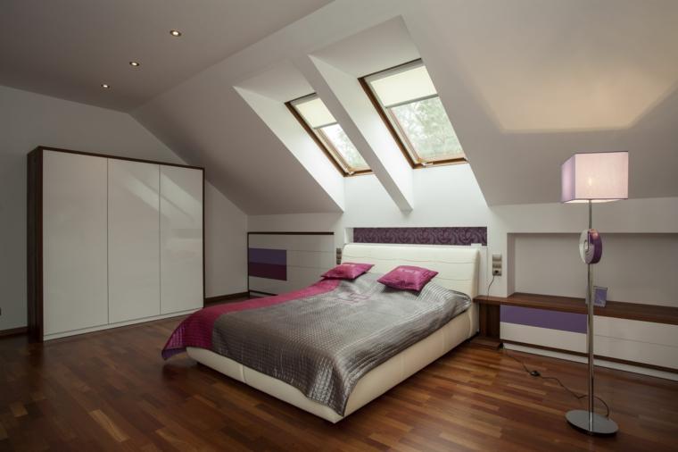 camera da letto con armadio, mobili bassi e struttura letto bianchi, pavimento in parquet, arredare mansarda idee