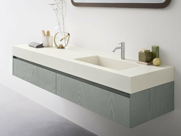 Mobile bagno di colore grigio con lavabo da incasso di ceramica bianca, accessori di design appoggiati