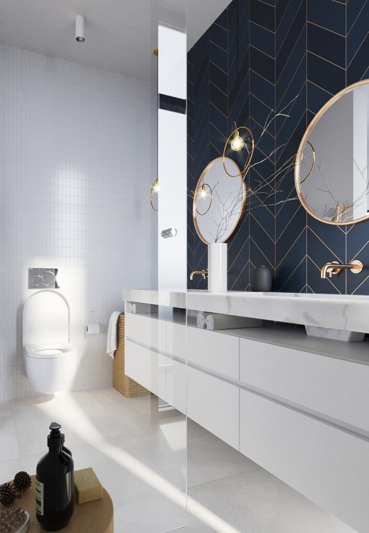 Piastrelle bagno moderno, parete con piastrelle nere, mobile lavabo in marmo