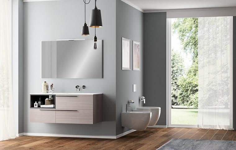 Sala da bagno con pavimento in legno, sanitari e mobile sospesi dal design moderno