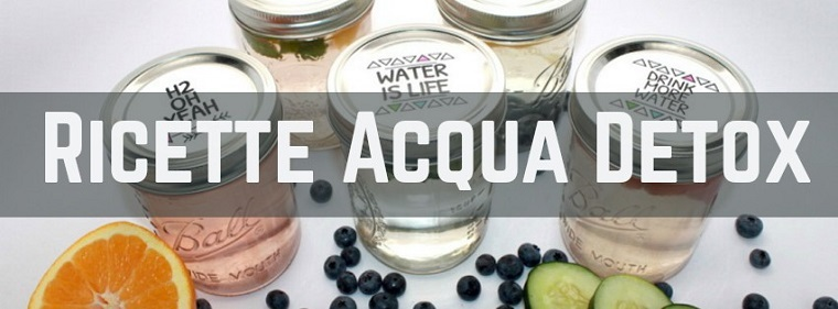 Idea ricette sgonfia pancia, barattoli di vetro con acqua aromatizzata alla frutta