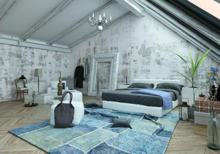 tappeto con motivi rettangolari azzurri e blu, letto con struttura bianca, pareti bianche e grigie, arredare mansarda