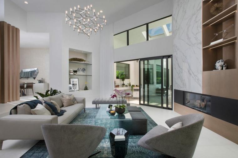Parete attrezzata cartongesso di colore bianco e mensole di vetro, set per un salotto con tavolino e divano