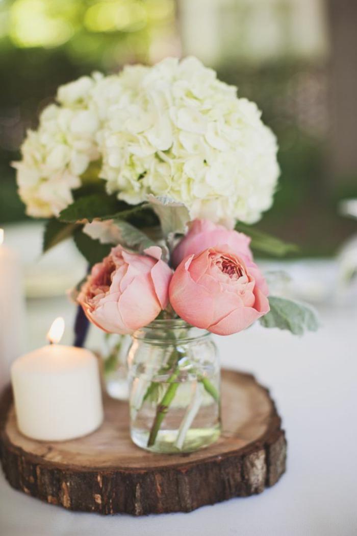 Decorazioni tavola delle nozze, centrotavola pezzo di legno con vasi e fiori