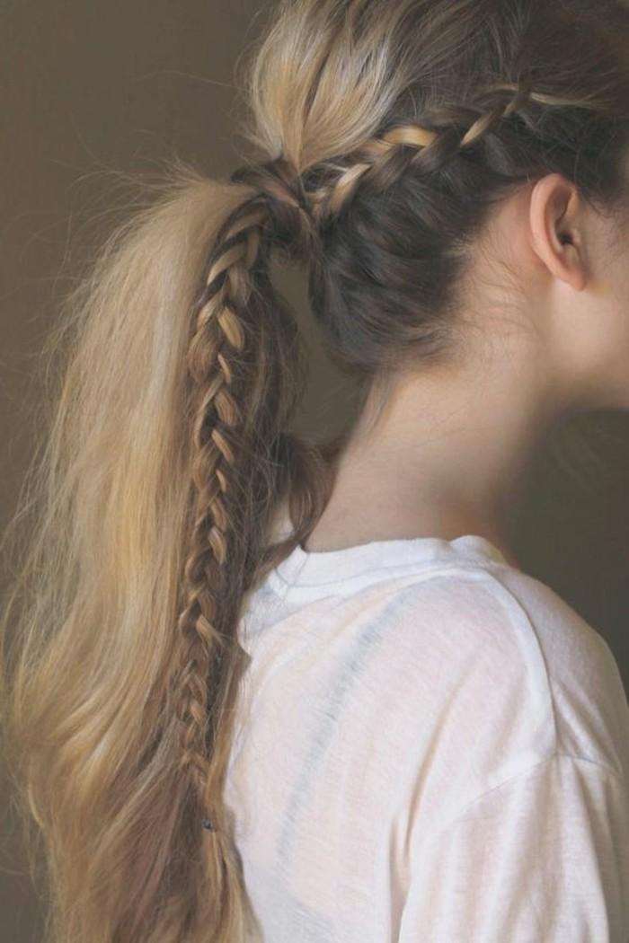 ragazza con i capelli biondi lunghi cim un'idea per pettinature semplici e veloci: una coda di cavallo con treccia
