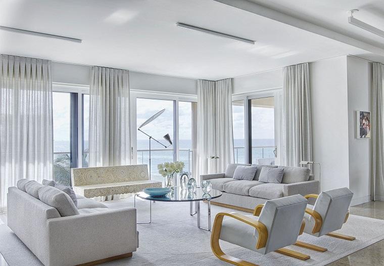 colori pareti soggiorno tortora tavolino rotondo di vetro set di divani e poltrone