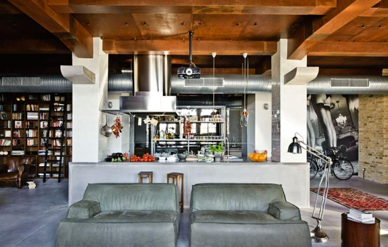 soffitto in legno, parete con libreria open space cucina soggiorno moderno in stile industriale