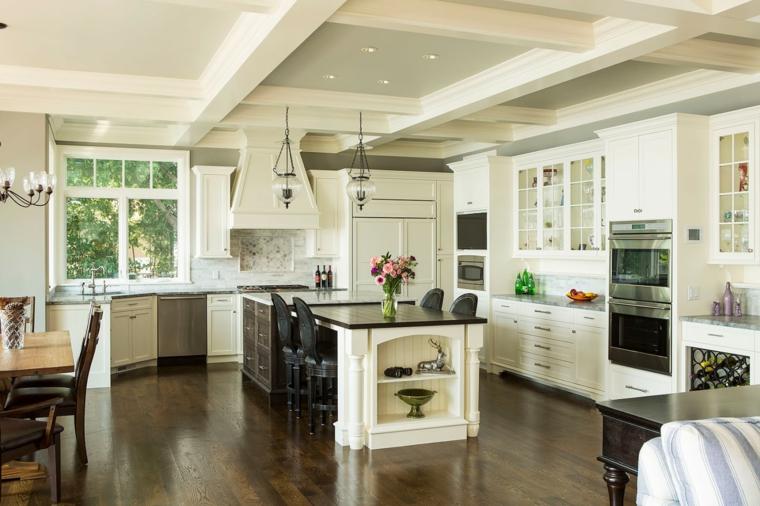 pavimento in parquet, open space cucina soggiorno idee con mobili bianchi, isola con top e sedie neri