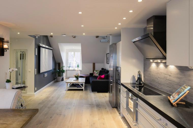 esempio per mansarda open space con cucina moderna bianca con top nero, parete tv e divano neri
