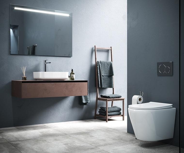 Piastrelle bagno moderno, mobile lavabo in legno sospeso, parete dipinta di grigio con specchio