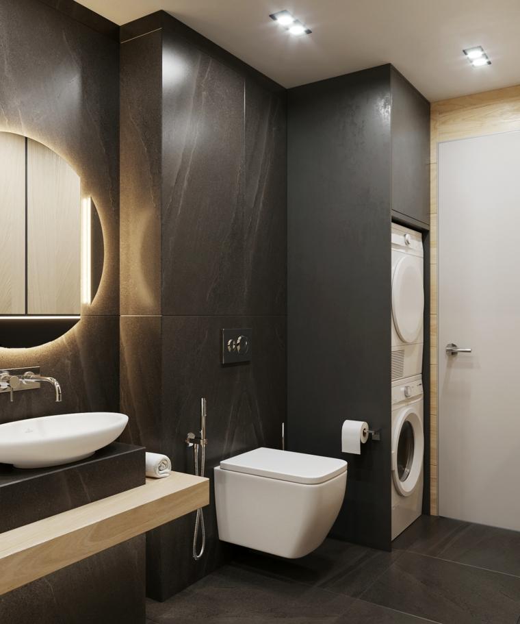 Idee bagno piastrelle di colore nero, lavanderia da incasso nella parete e rivestimento legno di colore nero
