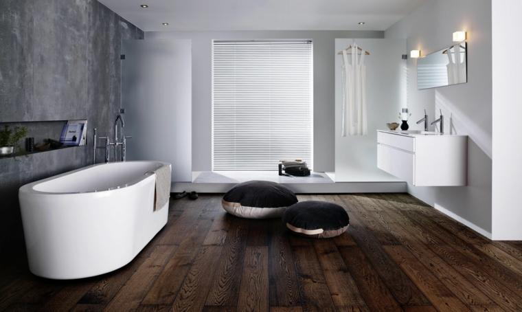 Bagni moderni con vasca e parete con nicchia, mobile sospeso a parete con lavabo da incasso