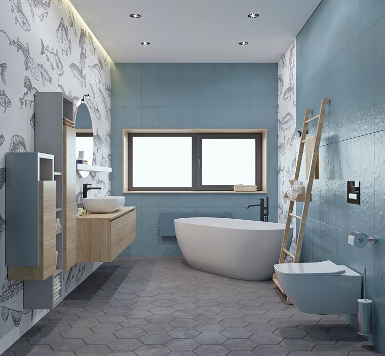 Idee rivestimento bagno, sala da bagno con vasca, pareti con piastrelle di colore blu