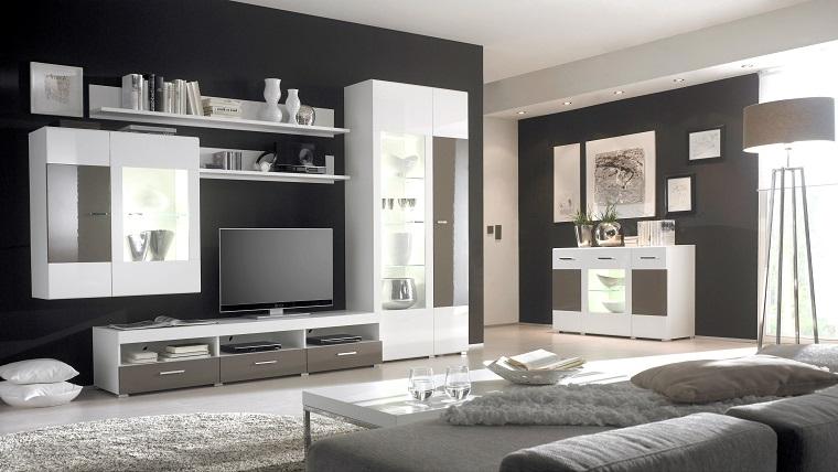 Abbinamento colori pareti bianco e nero, divano grigio in tessuto e tavolino basso da caffè