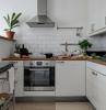 come trasformare una cucina classica in moderna pareti rivestita in piastrelle bianche
