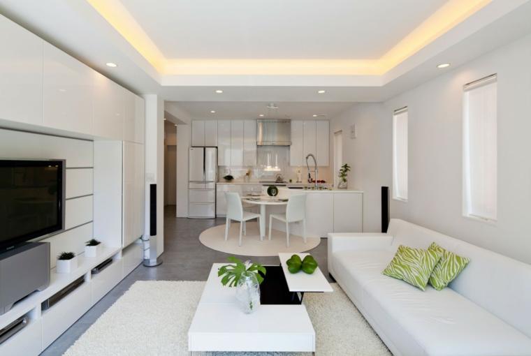 open space arredato in stile moderno con mobili bianchi per la cucina e il soggiorno, tappeto e tavolino bianchi