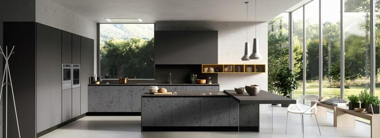 esempio di open space moderni con una cucina angolare con isola grigia, sedia bianca e scaffali gialli