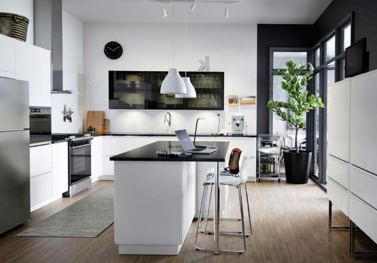 Cucina bianca con top nero simple alzatina piastrelle blu chiaro
