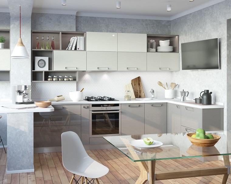 cucina con isola laterale tavolo da pranzo in vetro mobili di colore tortora lucido
