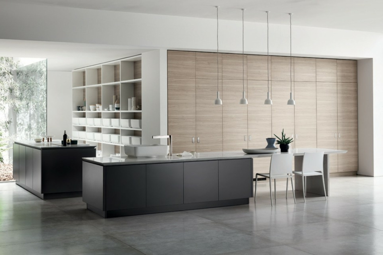 esempio di arredamento cucina moderna con mobili scuri, tavolo e sedie bianche, parete a vista
