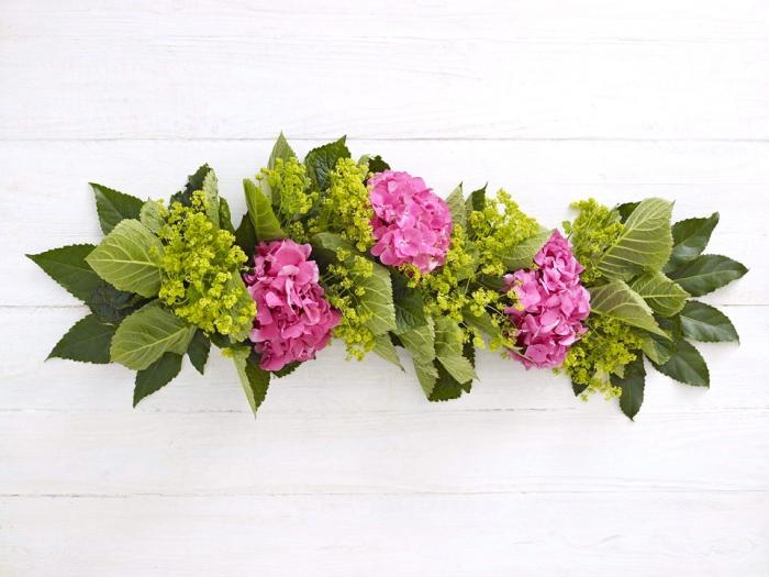 Fiori ortensie, addobbi natalizi fai da te, centrotavola con fiori
