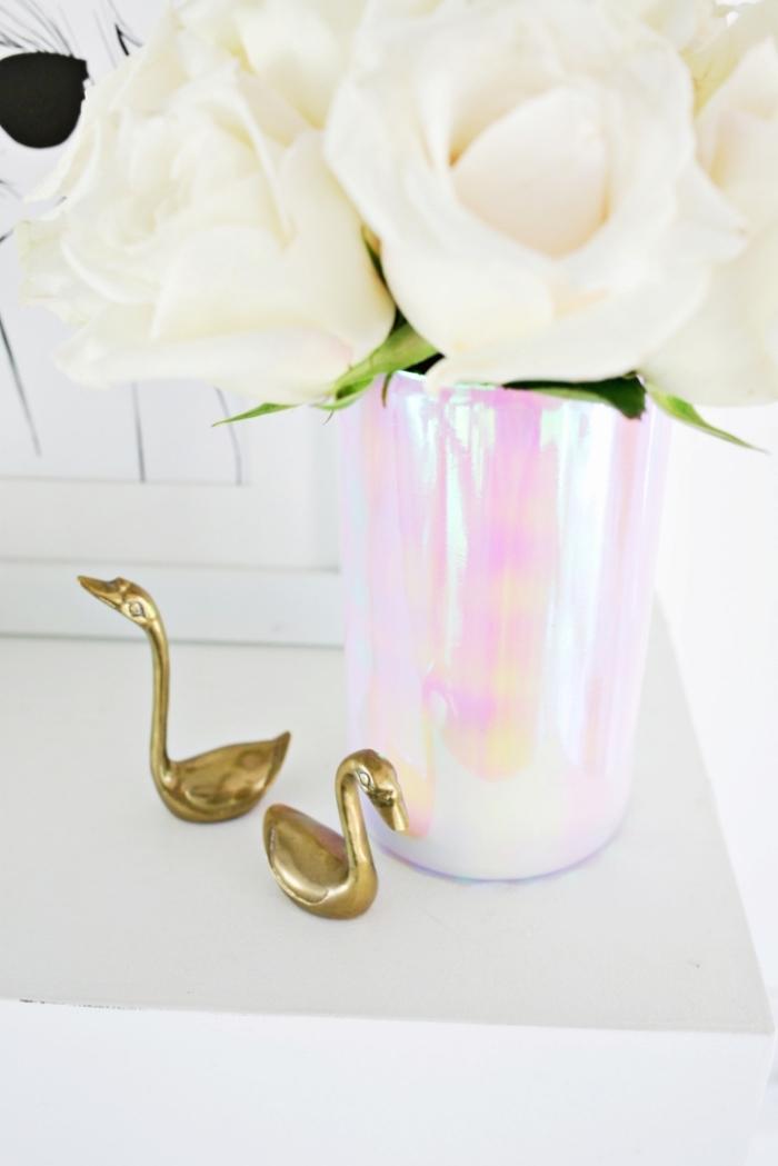 Vaso di colore argento, centrotavola con fiori, addobbi natalizi fai da te