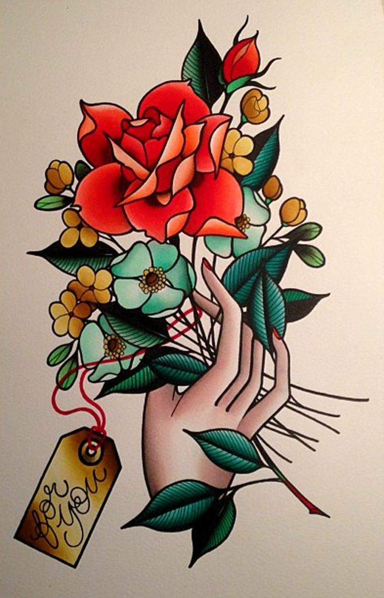 immagine a colori di un tatto rosa old school con una mano femminile e altri fiori