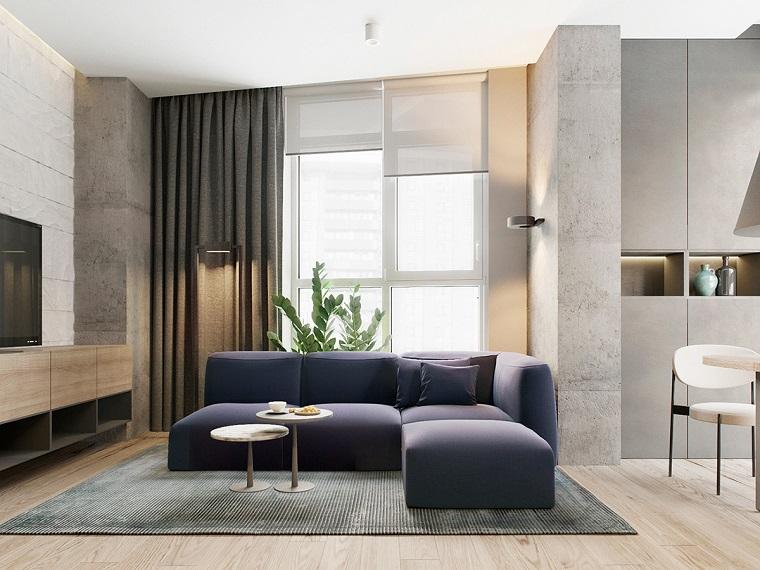 Arredare soggiorno con un divano di colore blu e mobile tv in legno