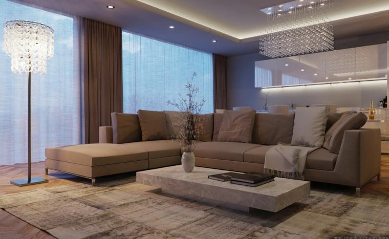 ampio e moderno salotto arredato con un divano angolare e tende color tortora