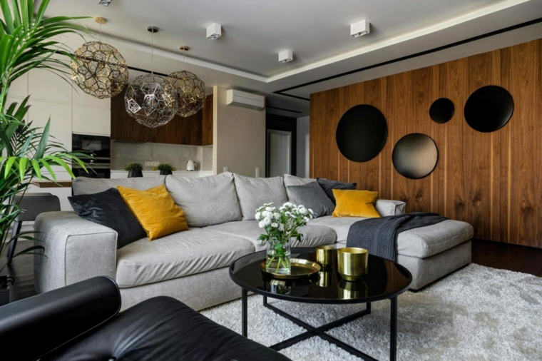 Lampadari moderni soggiorno a sfera, divano grigio in tessuto con cuscini colorati