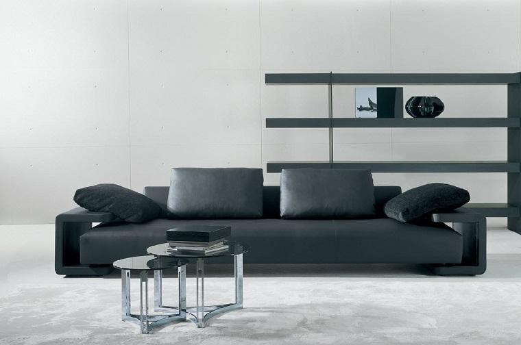 Idea parete attrezzata cartongesso e un divano di pelle nera in un soggiorno moderno