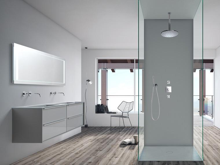 Bagni moderni e un'idea con cabina doccia in vetro, pavimento di legno e grandi finestre