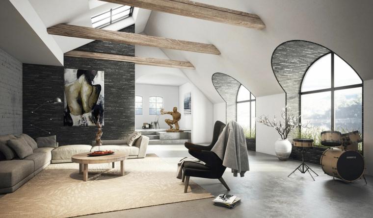 tappetto beige e divani grigi, grande quadro sulla parete grigia, ampie finestre ad arco, arredare mansarda open space