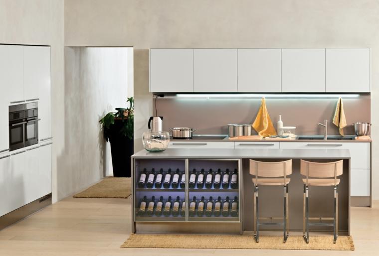 soluzione funzionale per cucine moderne piccole dotate di isola con vano per mensole per le bottiglie di vino