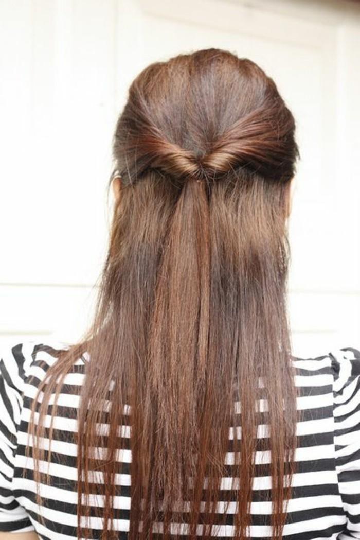 ragazza con i capelli lunghi e lisci ramati con una proposta di acconciature facili
