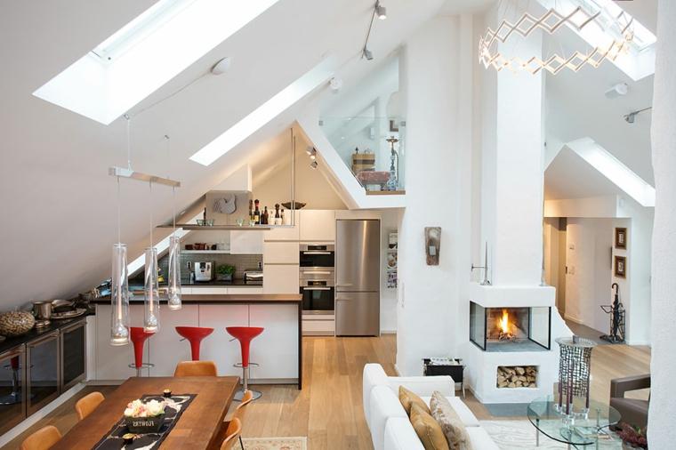 come arredare un attico con cucina bianca e isola, tavolo da pranzo in legno e divano bianco
